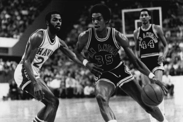 San Antonio Spurs - Larry Kenon