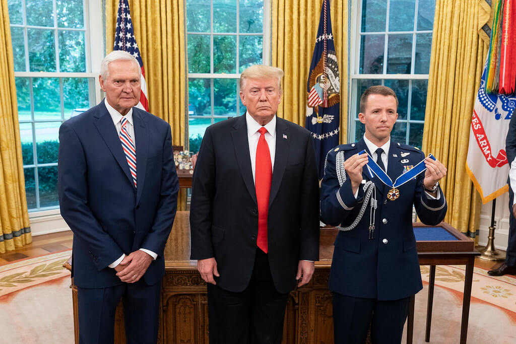 Jerry West and Trump - Freedom Medal